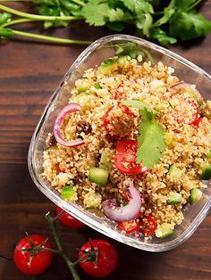 Schnell, easy und mega lecker: Couscous-Salat! Im Video zeigen wir dir, wie's geht.