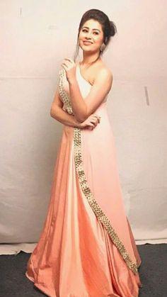 Aditi bhatia #zeegoldawards Indian Designer Outfits, Designer Dresses, Indian Dresses, Indian Outfits, Stylish Dresses, Fashion Dresses, Sari, Indian Wear, Dress Patterns