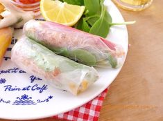 Deep Fried Prawns Spring Rolls Recipe (Gỏi Cuốn Tôm Chiên Xù) from www. Vietnamese Recipes, Asian Recipes, Vietnamese Food, Ethnic Recipes, Vegetarian Spring Rolls, Food Dishes, Dishes Recipes, Fish Sauce, Rolls Recipe