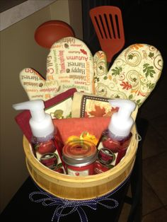 Best 21 Homemade Thanksgiving Gift Basket Ideas - Home Inspiration and Ideas Fall Gift Baskets, Christmas Gift Baskets, Diy Christmas Gifts, Christmas Kitchen, Xmas, Gift Baskets For Kids, Kitchen Gift Baskets, Basket Gift, Christmas Items