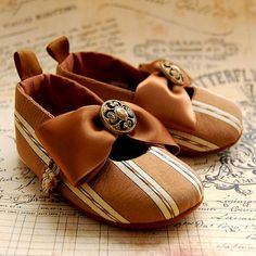 TOFFEEstriped silk baby shoes by flippybaby on Etsy, $45.00