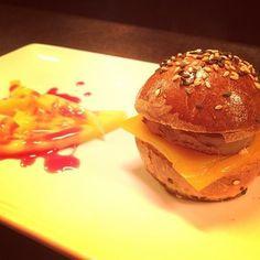diadeltrampantojo 01 #diadeltrampantojo ¿Te apetece una hamburguesa? Tapas, Burger And Fries, Burgers, Canapes, Chicken, Ethnic Recipes, Food, Snacks, Salads