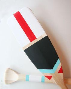 Detail of hand painted DIY oars for lake house, lake house decor, #DIY, nautical decor, http://www.pencilshavingsstudio.com/2014/12/diy-painted-oars/