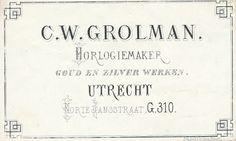"""Gelithografeerd visitekaartje ('Porceleinkaart"""", gelith. Anthon. E. Grolman) van horlogemaker C.W. Grolman, Korte Jansstraat G 310 te Utrecht. Op dit adres is later (of gelijktijdig?) de kunsthandel C.W. Grolman gevestigd. - Het adres Korte Jansstraat G 310 is in 1890 gewijzigd in Korte Jansstraat 14. – ca. 1850-1860"""