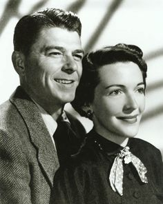 Ronald Regan & Nancy Davis  1952 engagement photo   presidentreagan.wordpress.com