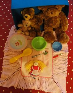 LITERACY PROPS:Goldilocks & the Three Bears Story Box 3 bears 1 girl 3 bowls with spoons 3 blankets to represent beds Standard CC Explore roles and experiences through dramatic art and play Indicator: Preschool Literacy, Early Literacy, Literacy Activities, In Kindergarten, Activities For Kids, Bears Preschool, Literacy Bags, Preschool Toys, Traditional Tales