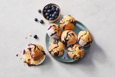 Blueberry-muffins, een Amerikaanse klassieker waarvoor je het land niet uit hoeft. Maak ze lekker zelf! - Recept - Allerhande Breakfast, Land, Muffins, Blue, Recipes, Seeds, Morning Coffee, Muffin, Morning Breakfast