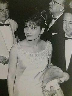 Από το πάρτυ στις Κάννες 1963 για τα Κόκκινα Φανάρια.Καρέζη Γεωργιάδης και Βίκτωρ Μιχαηλίδης.