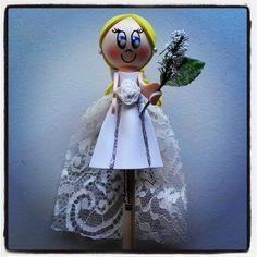 #Fofulápiz de #novia #rubia con #ramo y #velo de #encaje. Un #regalo ideal para la #tarta #nupcial.