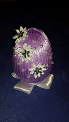 Baby Crafts, Easter Crafts, Easter Projects, Egg Art, Egg Decorating, Christmas Balls, Holiday Ornaments, Flower Designs, Easter Eggs
