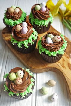 Easter Chocolate Nest Mini Egg Cupcakes: Give your favorite candy eggs a special home on top of one of these tasty cupcakes. Click through for more easy and cute Easter cupcakes for kids. Talk about jinx it. I was one of those awful mothers that said Spring Cupcakes, Easter Cupcakes, Easter Cookies, Cupcakes Kids, Easter Cup Cakes Ideas, Easter Cake Mini Eggs, Easter Baking Ideas, Bunny Cupcakes, Holiday Cupcakes