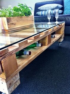 DIY Pallet Coffee Table Tutorial glass top