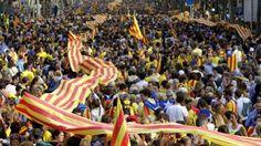 Una multitudinaria cadena humana por la independencia cruza Cataluña
