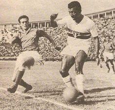 """""""Mestre Ziza"""" - Por Dr.Catta-Preta Tomás Soares da Silva tinha tudo para não ser ninguém. Quando ele nasceu, em São Gonçalo, no Rio de Janeiro, aos 14/09/21, o futebol no Brasil era incipiente.  """"Tomászinho"""", """"Tomászizinho"""", """"Zizinho"""", como era chamado pelo pai, adorava jogar bola. Zizinho parece que já nasceu jogando bola. Filho de uma família paupérrima, aquele menino deve ter sido enviado por Deus para mudar a sorte da família Soares."""