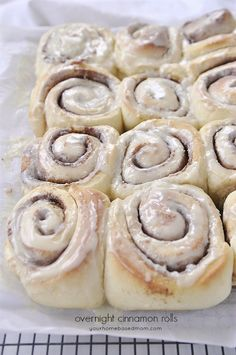Overnight Cinnamon Rolls are amazing. Make them the night before and refrigerate! Bake in the morning. Overnight Cinnamon Rolls are amazing. Make the night before and refrigerate. Bake in the morning and enjoy! Brunch Recipes, Breakfast Recipes, Dessert Recipes, Desserts, Breakfast Ideas, Overnight Cinnamon Rolls, Cupcakes, High Tea, Food To Make
