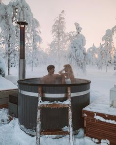 Winter hot tub at Northern Lights Ranch, Levi, Fin. - Winter hot tub at Northern Lights Ranch, Levi, Fin. Christmas In Europe, Christmas Travel, Northern Lights Ranch, Hot Tub Deck, Jacuzzi Outdoor, Snowy Forest, Bali Travel, Luxury Travel, Cabins In The Woods