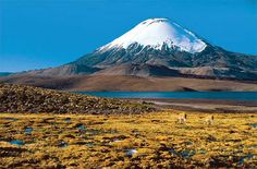 Ojos del Salado, Andes on the Argentina–Chile border Great Places, Places To See, Beautiful Places, Amazing Places, Chili Voyage, Chile Tours, Torres Del Paine National Park, Excursion, Deserts