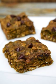 Pin for Later: The Best Healthy Pumpkin Desserts Chocolate Chip Pumpkin Protein Bars If you are craving a sweet treat at the end of the night, these protein-packed chocolate chip pumpkin protein bars will satisfy any craving. Protein Snacks, Protein Bar Recipes, Healthy Recipes, Healthy Treats, Healthy Desserts, Cooking Recipes, High Protein, Healthy Food, Pumpkin Protein Bars