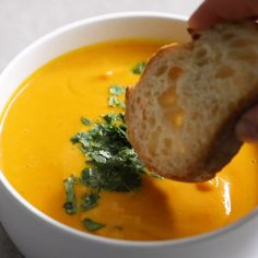Make the ULTIMATE sweet potato soup in less than 30 minutes! Creamy, delicious, so easy Tasty Videos, Food Videos, Healthy Soup, Healthy Recipes, Dinner Healthy, Vegan Dinners, Pumpkin Recipes, Easy Meals, Cooking Recipes