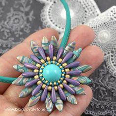 Margaretta – wisior z koralikami Dagger – tutorial I Love Jewelry, Jewelry Making, Jewelry Ideas, Beaded Embroidery, Embroidery Stitches, Beaded Jewelry, Jewelry Necklaces, Art Tips, Beaded Flowers