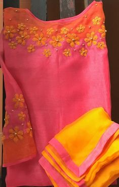 New dress pink long neckline Ideas Dress Neck Designs, Designs For Dresses, Blouse Designs, Salwar Pattern, Kurti Patterns, Kurti Embroidery Design, Embroidery Suits, Embroidery Stitches, Hand Embroidery