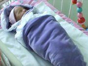 A nő egy csecsemőt talált a fűben. Amikor az orvosok levetkőztették, szívszorító dolgot találtak Pajama Pants, Pajamas, Pjs, Sleep Pants, Pajama, Pyjamas