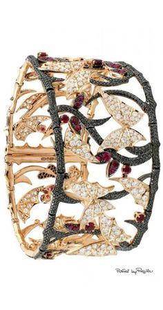 Regilla ⚜ Una Fiorentina in California Stephen Webster High Jewelry, Jewelry Art, Jewelry Accessories, Fashion Jewelry, Unique Jewelry, Jewlery, Insect Jewelry, Butterfly Jewelry, Bling Bling