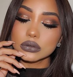 Black Women Makeup Tips For Dark Skin - Copper Eyes & Nude Lip Makeup, You are going to LOVE this exotically beautiful makeup job from Melissa! She uses her gorgeous brown skin as the palette to show us all how to get an amazing wedding and prom makeup st Makeup On Fleek, Flawless Makeup, Cute Makeup, Gorgeous Makeup, Makeup Style, Makeup Jobs, Makeup Tricks, Makeup Ideas, Makeup Tutorials