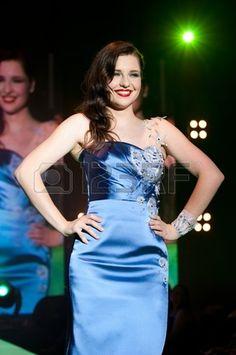 Idrija Slowenien 18 Juni Model Maja Keuc in Urska Drofenkis Kreation mit Idria Spitze auf Modenschau Stockfoto