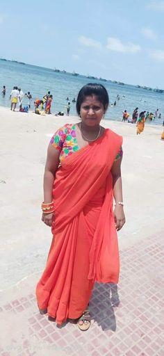 Indian Long Hair Braid, Braids For Long Hair, Beautiful Women Over 40, Beautiful Girl Indian, Vidya Balan Hot, Massage Girl, Desi Bhabi, Indian Wife, Aunty In Saree