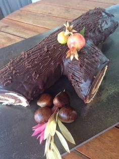 Tronco otoñal   de chocolate y relleno de crema de castañas      Estamos en tiempo de castañas y esta es una manera excelente de p...