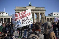 Berlin - 150 000 Menschen protestieren gegen TTIP - Wirtschaft - Süddeutsche.de