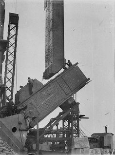 Very early stages of building of the Sydney Harbour Bridge. 🌹