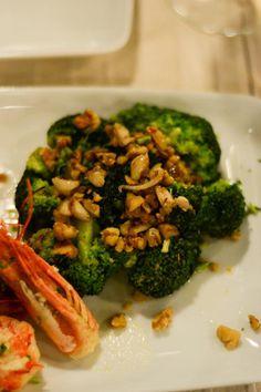 The Harbour creveți cu broccoli Broccoli, Seafood, Restaurant, Vegetables, Sea Food, Diner Restaurant, Vegetable Recipes, Restaurants, Veggies