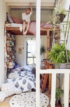 Loft bed ideas Five crazy high-bed ideas for artisans - Littleyears high beds Nursery Furniture Idea Dream Rooms, Dream Bedroom, Master Bedroom, Small Apartments, Small Spaces, Deco Studio, Tiny Studio, High Beds, Cozy Apartment