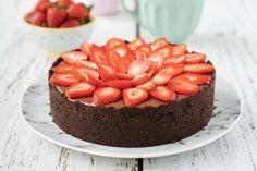 Torta de morango e chocolate – Flamboesa Sweet Tooth, Cheesecake, Sweets, Banana, Desserts, Food, Chocolates, Mousse, Pizza