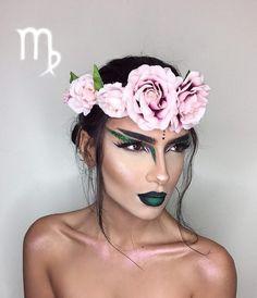 mujer con maquillaje de virgo con flores en la cabeza