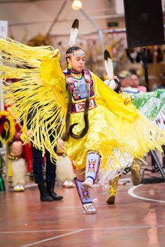 Grand Entry, Inter-tribal and Children Categories. 2015 UND TIme-out Wacipi Powwow Native American Dress, Native American Children, Native American Pictures, Native American Regalia, Native American Beauty, American Indian Art, Fancy Shawl Regalia, Culture Day, Powwow Regalia