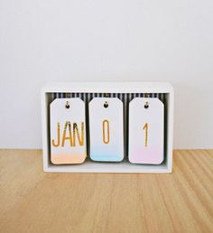 Best DIY Gifts for Girls - DIY Ombre Calendar - Cute Crafts and DIY Projects that Make Cool DYI Gift Ideas for Young and Older Girls, Teens and Teenagers - Awesome Room and Home Decor for Bedroom, Fashion, Jewelry and Hair Accessories - Cheap Craft Projec Diy Ombre, Diy For Girls, Gifts For Girls, Teen Diy, Kids Diy, Cool Diy, Diy Calendario, Ideias Diy, Desk Calendars
