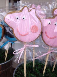 Lembrancinha peppa pig: 80 modelos e dicas fantásticas para se inspirar! Pig Birthday, 3rd Birthday Parties, Birthday Ideas, Peppa Pig Cookie, Cumple Peppa Pig, Peppa Pig Pinata, Aniversario Peppa Pig, Pig Cookies, George Pig