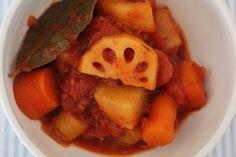 冬が旬のれんこん、ごぼう、かぶ、にんじんをトマト煮にしました。食物繊維たっぷりです!