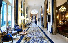 ✶ The Ritz Hotel, Paris, FRANCE. Blue Crush, The Ritz's lobby is filled with plush details, from blue velvet chairs to a painstakingly restored carpet. Saint James Paris, Rue Saint Honoré, Black Rooms, White Rooms, Black Walls, Best Interior, Luxury Interior, The Ritz Paris, Blue Velvet Chairs