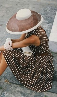 classic brown & white Polka Dot Dress -looks like it is from Pretty Woman Looks Style, Style Me, Look Fashion, Womens Fashion, Fashion Tips, Timeless Fashion, Classic Fashion, Petite Fashion, French Fashion