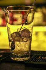 Das innere Feuer anfachen für den Winter: Untouchable im The George. Ein guter Barkeeper weiß, welchen Drink sein Gast schätzt. Ein verdammt guter Barkeeper kreiert für den Gast einen Drink.