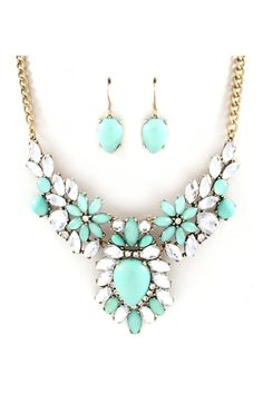 Emmanuelle Statement Necklace in Mint on Emma Stine Limited. I have a dress this would go perfect with! Fashion Jewelry Necklaces, Cute Jewelry, Jewelry Box, Jewelry Accessories, Fashion Accessories, Jewlery, Maxi Collar, Statement Jewelry, Chunky Jewelry
