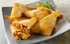 Samosas, A common snack food filled with veggies, meat or even rice Vegetarian Recipes, Snack Recipes, Dinner Recipes, Cooking Recipes, Dinner Ideas, Samosas, Biryani, Nigerian Fufu Recipe, South African Recipes
