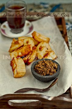Singkong Goreng (Fried Cassava) with Sambal Roa. A different region in Indonesia has a different way to eat fried cassava. This is the Manado (Minahasa) style. Indonesian Desserts, Indonesian Cuisine, Rice Dumplings Recipe, Malaysian Curry, Falafel Recipe, International Recipes, Street Food, Love Food, Fries