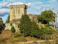 Castillo de Sobroso. Una de las principales acciones de los Irmandiños fue el ataque y destrucción de los castillos de los señores.