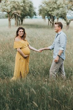 Late summer maternity photos in Germany Layer Cakelet) -