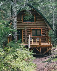 Want to experience the goodness of living in a country-style house and away from the city, and if you love hands-on, log cabin kits is the solution. Log Cabin Kits, Log Cabin Homes, Log Cabins, Cabin Design, House Design, Grid Architecture, Cabin In The Woods, Little Cabin, H & M Home